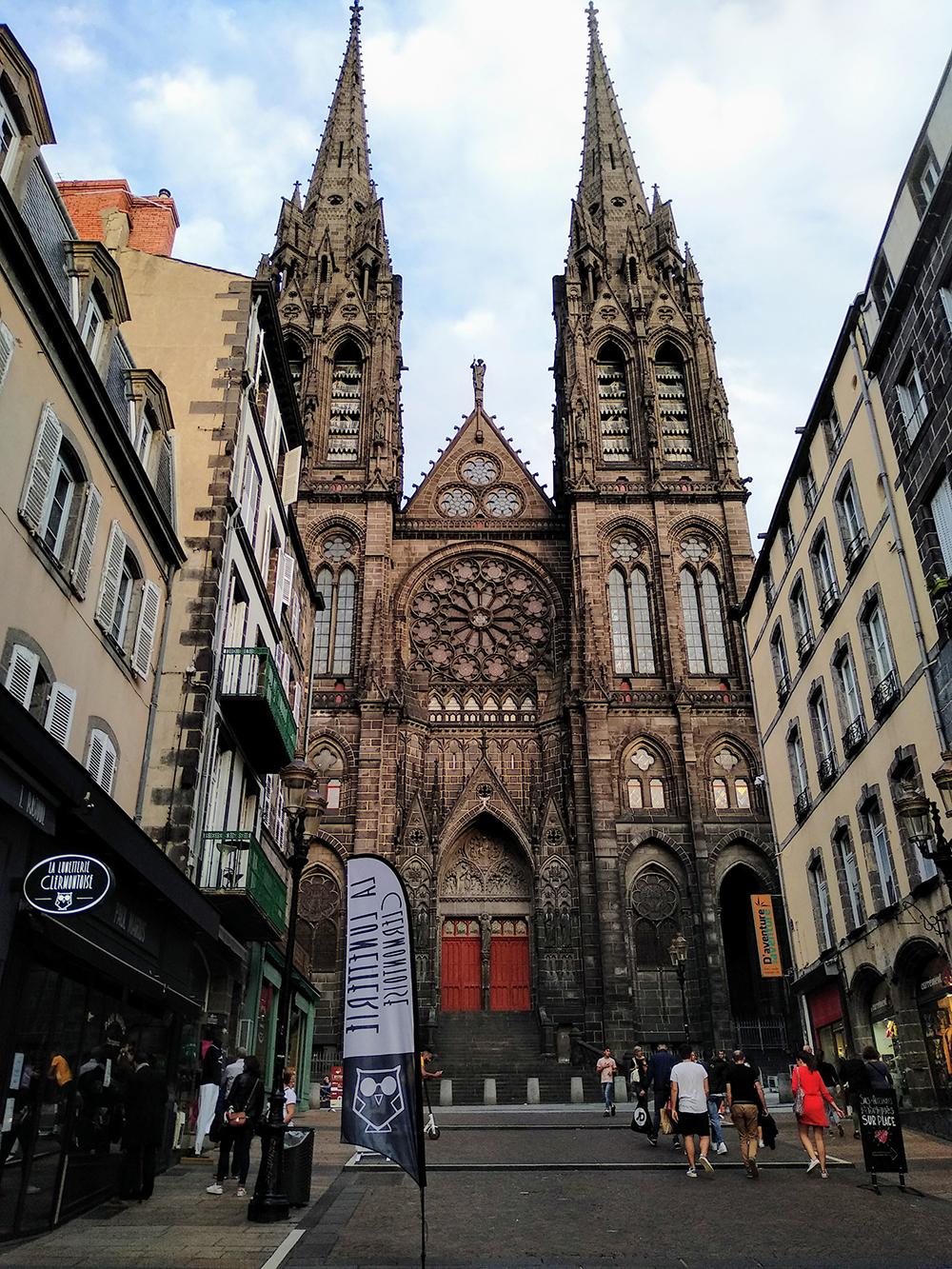 De de mooie oude stad Clermont-Ferrand