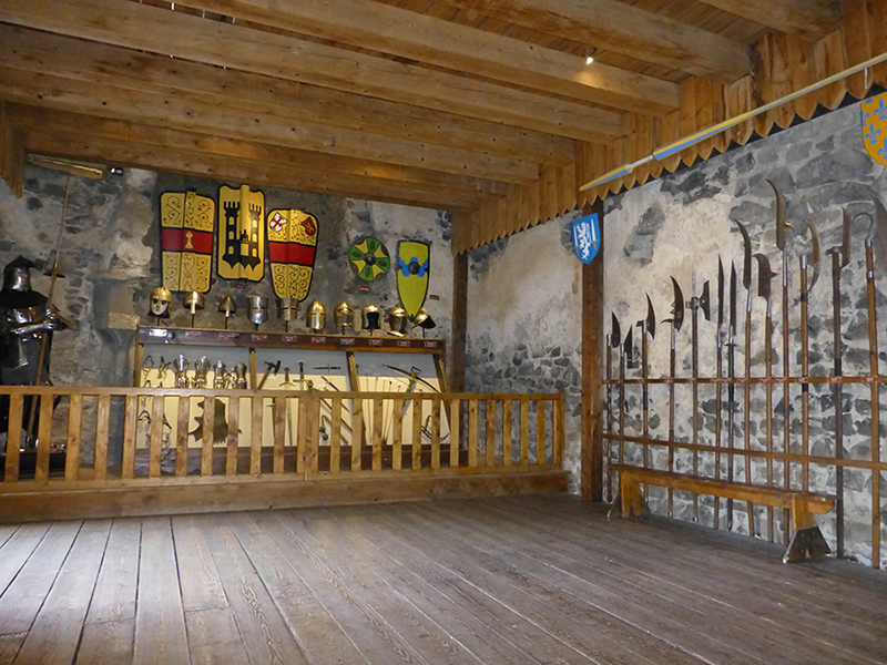 Wapens, schilden en harnassen van de ridders