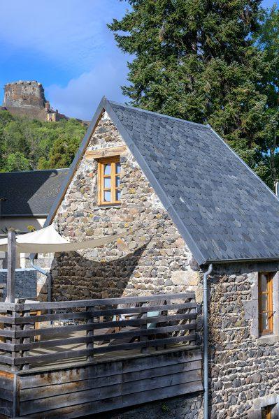 Vakantiehuis Murol met Château de Murol op de achtergrond