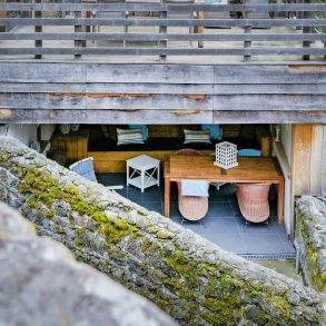 Geniet in de overdekte loungeplek van vakantiehuis Murol