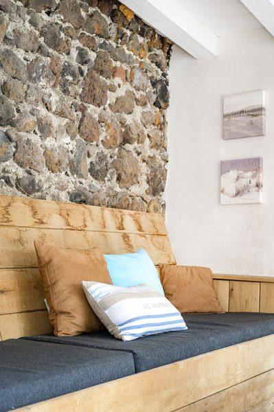 Overdekt loungeplek loungebank vakantiehuis Murol Puy-de-Dôme