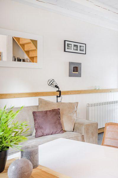 Vakantiehuis Murol eettafel bank woonkamer