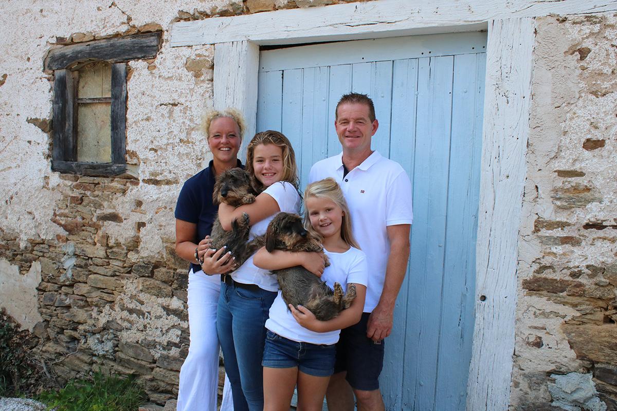 Familie de Jong, de Nederlandse eigenaren van vakantiehuis Murol.