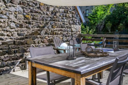 Het grote privé terras van 20 m2 van Vakantiehuis Murol